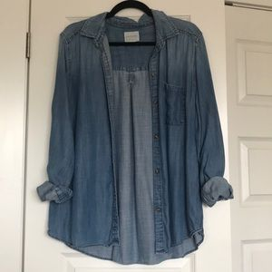 🌻4/$40🌻 Lightweight chambray button up
